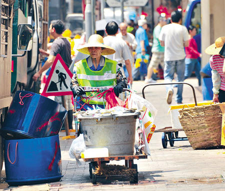 [新聞] 清潔工人被毆傷 警拘5人