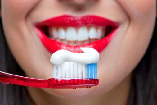 [新聞] 天天刷牙還要清潔牙齒刷牙不當或引起7種疾病