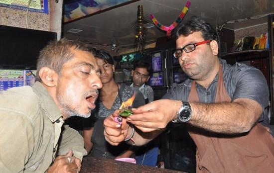 [新聞] 印度一商販售賣燃燒的口腔清潔劑受顧客青睞